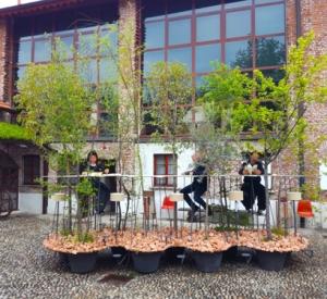 Mobili come isole verdi. Creatività giapponese a Milano
