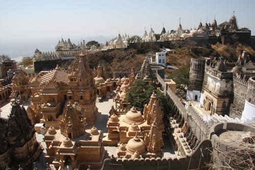 Templi giainisti sulla cima della collina di Shatrunjaya, Gujarat, India. Foto di Marco Restelli