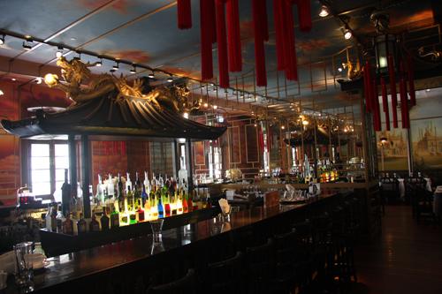 La zona bar di uno dei 5 ristoranti di Hullett House. Foto di Marco Restelli