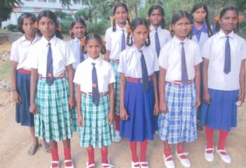 Scolarette orfane del centro di Kunkuri (India)