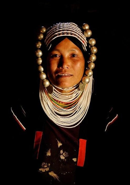myanmar-portrait-of-akha-woman
