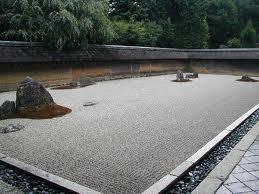 Una visione parziale del più celebre giardino zen di Kyoto, il Ryoanji