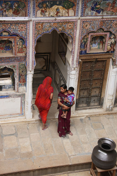 Donne in un haveli dello Shekhawati (Rajasthan). Copyright Marco Restelli
