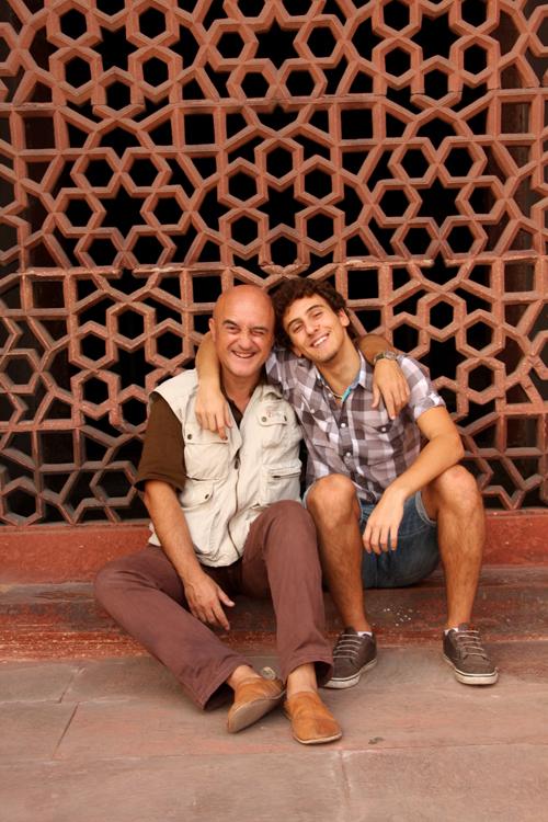 Marco e Flavio Restelli a Delhi nel sito Unesco del Mausoleo di Humayum.