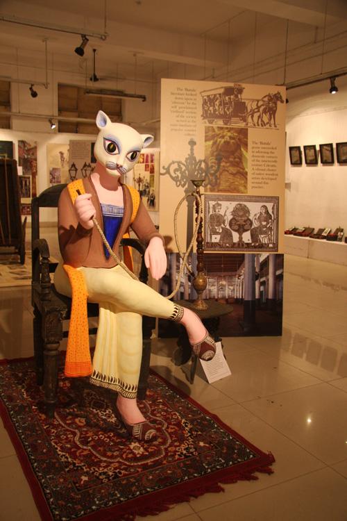 Un'altra opera esposta alla Kolkata Academy of Fine Arts. Foto di Marco Restelli