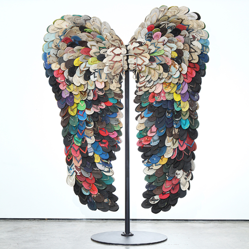Alfredo and Isabel Aquilizan, Wings III, 2009, used slippers and metal stand, 8.9 x 6.4 feet/2.7 x 2 meters. © 2015 Tagore Foundation International.
