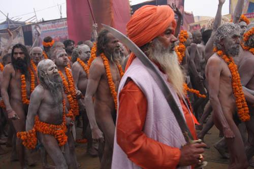 I Naga Baba in parata al Maha Kumbha Mela 2013 . Foto di Marco Restelli