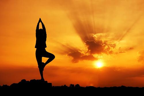 come-eseguire-la-posizione-yoga-saluto-alla-luna_8ea8ad60389728eccc633bdecfc17908