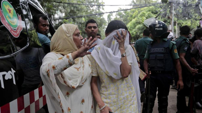 Donne in lacrime a Dacca. ©LaStampa.it