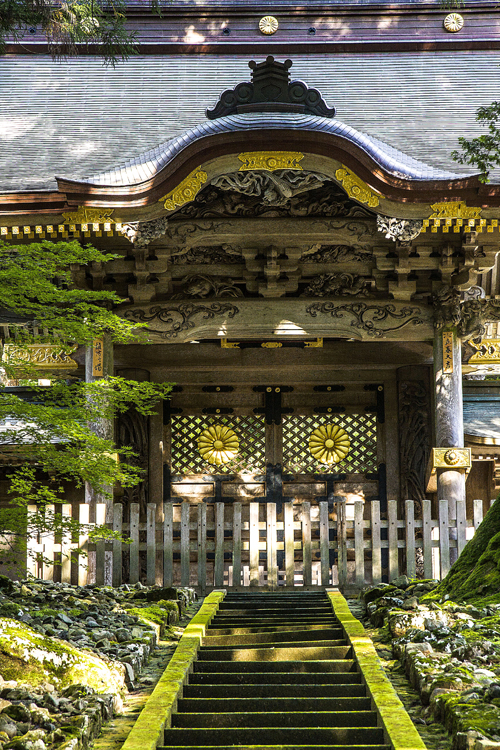 Ingresso di un padiglione dello Eiheiji, il Vaticano dello Zen Soto nella prefettura di Fukui. Foto di Elena Bianco