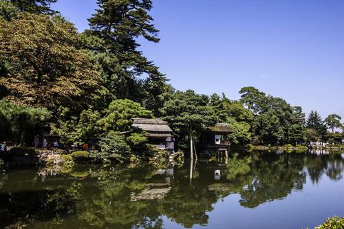 Scorcio del giardino tradizionale Kenroku a Kanazawa. Foto di Elena Bianco