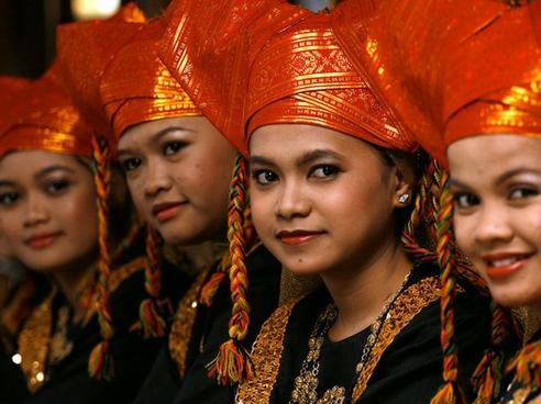 Donne Minangkabau, etnia di Sumatra in un cui vige il matriarcato
