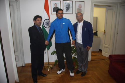 Da sinistra: il Console Generale dell'India a Milano S. E. Shri C. Singh, l'ambientalista indiano A. K. Sharma ji, il Direttore dell'Ente del Turismo Indiano in Italia Shri C. M. Gangadhar, fotografati nel Consolato dell'India a Milano. Foto: Marco Restelli
