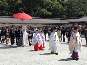 I partecipanti a un matrimonio shintoista diretti al Santuario imperiale Meiji, Tokyo. Copyright Marco Restelli