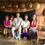 Marco Restelli fra le donne Padaung in Birmania